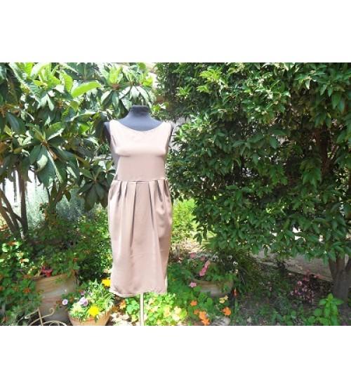 Knee-length dress with a slit